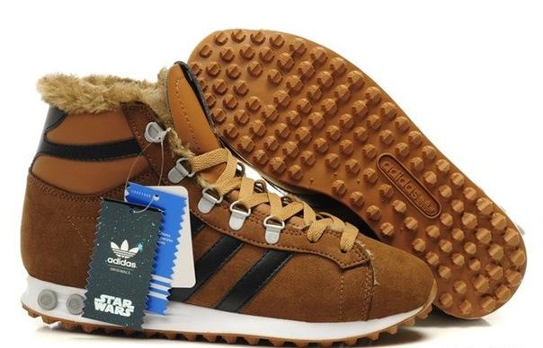 Зимние кроссовки Adidas Chewbacca На стене в группе размеры в наличии.